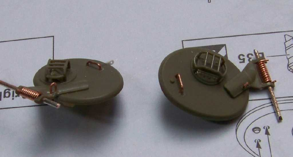 1:35 M42A1 Duster - driver's and track commander's hatch covers