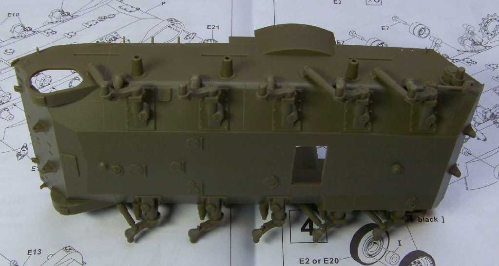 1:35 M42A1 Duster lower hull & wheel suspension
