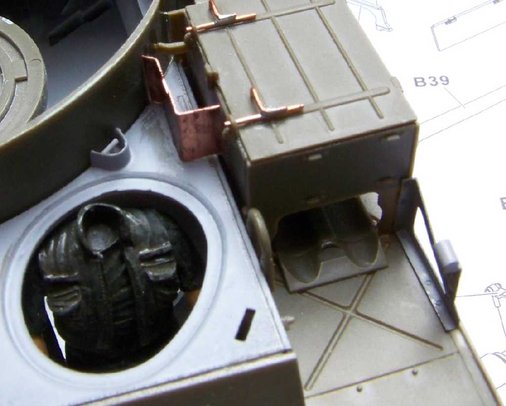 1:35 M42A1 Duster - driver's compartment top armor plate details
