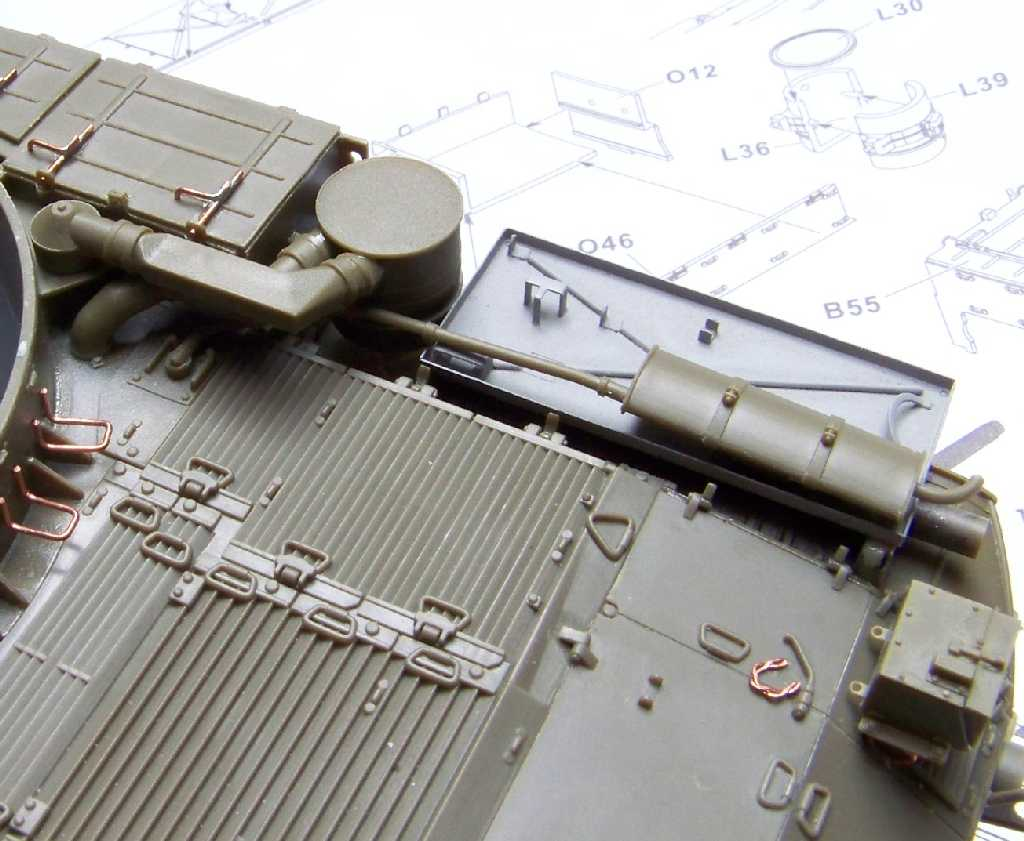 1:35 M42A1 Duster - engine compartment top armor plate details